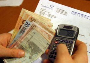 """Bollette, benzina, sanità: """"Spese obbligate per 7.300 euro a testa"""""""