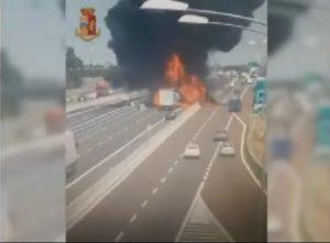 Bologna, incidente ed esplosione: 1 morto, A1-A14 chiusa