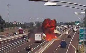 """Bologna, incidente forse causato da """"colpo di sonno o distrazione dell'autista"""""""