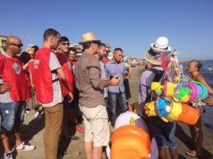 """Casapound, blitz-ronda in spiaggia a Ostia: """"Via ambulanti abusivi"""""""