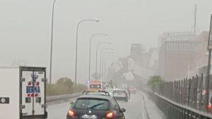 A10 Genova, crolla ponte Morandi VIDEO subito dopo il cedimento12