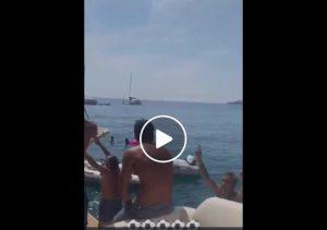 Marco Delvecchio incrocia barca laziale, la sua reazione è virale sui social