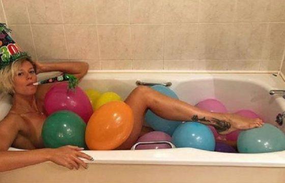 Federica Pellegrini festeggia i 30 anni in vasca... da bagno FOTO