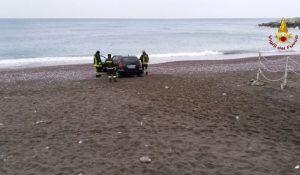 Paola (Cosenza): fulmine colpisce due fratelli in spiaggia. Sono in gravi condizioni