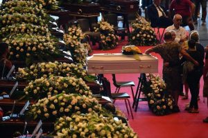 Ponte Morandi, 41 morti: trovata l'auto della famiglia Cecala. Oggi funerali di Stato: no da 20 famiglie