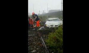 Genova, crollo ponte Viadotto Morandi: i soccorsi tra le auto e le macerie VIDEO