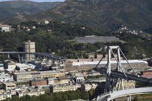 """Genova, l'annuncio di Toninelli: """"Avviato l'iter per la revoca della concessione a Autostrade"""" (foto Ansa)"""