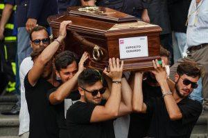 """Francesco Esposito, padre di Gerardo: """"Monumento per i morti di Genova. Li ha uccisi lo Stato"""""""