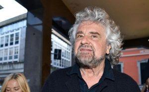Genova, Beppe Grillo ai funerali di Stato