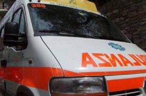 Roma, incidente mortale sulla via del Mare: muore un motociclista (foto Ansa)