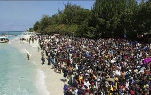 Terremoto Indonesia: in fuga dalle isole, panico e battaglie per un posto sulle barche