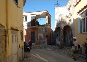 Ischia, sotto le macerie del terremoto tre casseforti: e gli avvoltoi...
