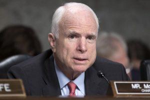 John McCain interrompe le cure contro il tumore terminale al cervello