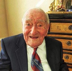 Lorenzo Berzero, 110 anni: è morto l'uomo più anziano d'Italia (foto Ansa)