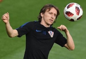 """Modric, il numero uno della Liga attacca l'Inter: """"Con quali soldi l'Inter tratta il croato?"""""""