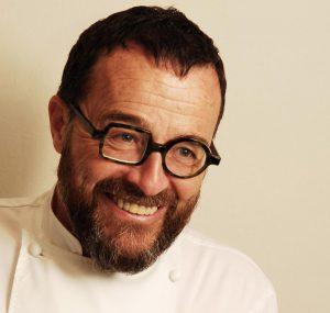 """Chef Giancarlo Morelli contro i clienti che lamentano prezzi alti: """"Chi vi ha chiesto di venire?"""""""