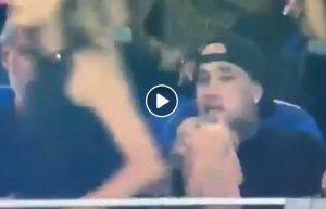 Radja Nainggolan guarda il lato B alla ragazza in tribuna durante Sassuolo-Inter VIDEO
