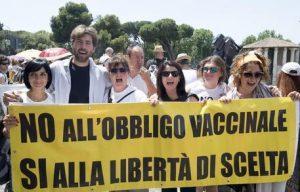 Rimini: l'ex marito le fa causa, giudice ordina a mamma no vax di vaccinare il figlio