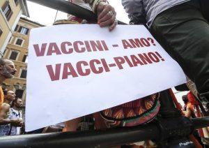 Vaccini, liberi tutti: obbligo il giorno del mai e l'anno del poi. Vince No vax
