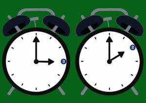 Ora legale, l'Ue vuole abolirla: addio a un'ora di sole in più