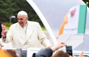 """""""Papa Francesco sapeva degli abusi del card. McCarrick, si dimetta"""": le accuse dell'ex nunzio in Usa"""