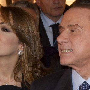 Berlusconi, ladri in fuga entrano nel giardino della villa di Francesca Pascale