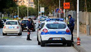 Trieste, armato di coltello minaccia agenti polizia locale