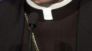 Avellino, sms hot e avances ai fedeli sposati: sacerdote rimosso