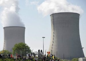 Francia, caldo eccessivo: chiusi quattro reattori nucleari (foto Ansa)