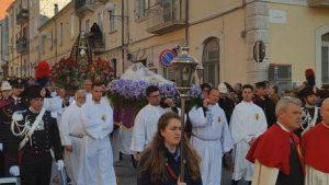 Salerno, auto sulla folla alla processione: prete sviene, tutti si giocano i numeri al Lotto