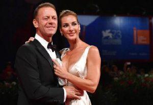 """Rocco Siffredi e lo smacco della moglie Rosa Caracciolo a letto: """"Le prime volte..."""""""
