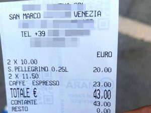 Venezia, l'ennesimo scontrino pazzo: due acque e due caffè, 43 euro