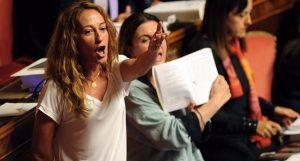 """Paola Taverna, """"vaffa"""" in Senato? E' giallo, la Casellati: """"Verificherò"""" VIDEO"""