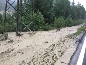 Val Ferret Courmayer: evacuati 200 turisti in elicottero, vacanza finita, chiuso l'accesso alla valle