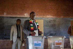 Elezioni Zimbabwe, Mnangagwa eletto presidente. Scontri ad Harare: 6 morti e 14 feriti