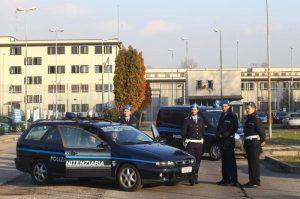Busto Arsizio, bombole a gas contro agenti in carcere: feriti