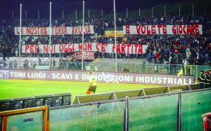 """Pisa-Arezzo, ultrà lasciano stadio per protesta: """"La nostra terra brucia e voi volete giocare..."""""""
