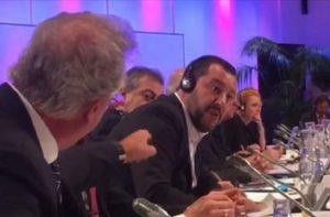 """Salvini litiga sui migranti col ministro del Lussemburgo Asselborn che si infuria: """"Merde alors!"""" VIDEO"""