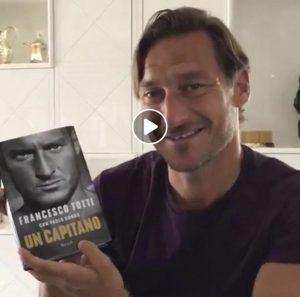 Francesco Totti svela copertina suo libro con questo VIDEO