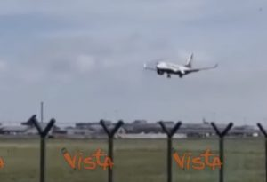 Tempesta Alì in Irlanda e Regno Unito: aereo a Dublino non riesce ad atterrare VIDEO