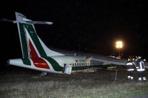 Aereo Altialia Roma-Ginevra senza carrello: torna indietro e il pilota salva tutti