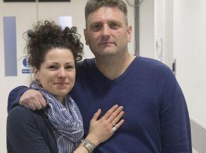 Andrew Wardle nato senza pene: a 44 anni il primo rapporto con la protesi bionica