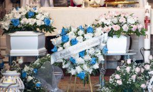 Faith e Divine, funerali senza un parente: soli anche nella morte