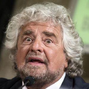 """La nemesi di Beppe Grillo. Genova, gli sfollati: """"Andremo sotto casa sua"""""""