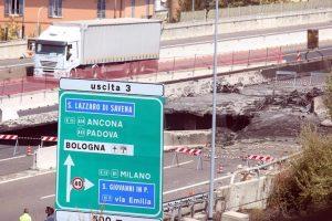 Incendio Bologna, lunedì riapre viadotto A14: meno di 2 mesi per ricostruirlo. E a Genova...