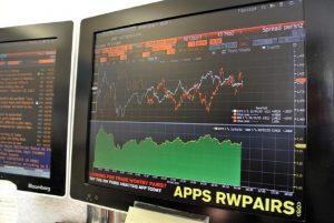 Effetto manovra: spread oltre 260 punti, Borsa Milano apre in ribasso di oltre il 2%