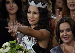 """Miss Italia, Sonia Bruganelli: """"Brava Carlotta Maggiorana"""". Sui social: """"Allora è raccomandata"""""""