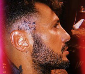Fabrizio Corona, nuovo tatuaggio. E apre uno studio di tattoo