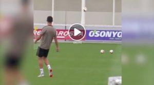 Cristiano Ronaldo, video tiro con un effetto pazzesco in allenamento