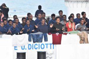 Diciotti: 42 migranti pronti a costituirsi parte civile se Salvini sarà processato